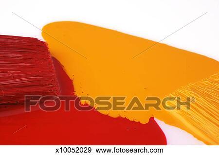 Stock Fotograf Zwei Pinsel Malen In Rot Gelb Farbe X10052029