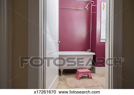 Stock Fotografie Noch Von Rosa Badezimmer Mit Krallen Fuss