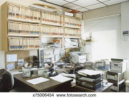 Disordine In Ufficio.Ufficio Disordinato Immagine