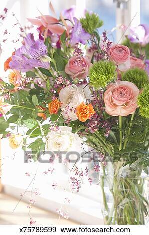 Stock Fotograf Vasen Von Blumen Auf Fensterbank X75789599