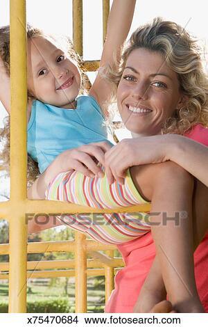 Colección de foto - madre e hija, en, marco que sube x75470684 ...
