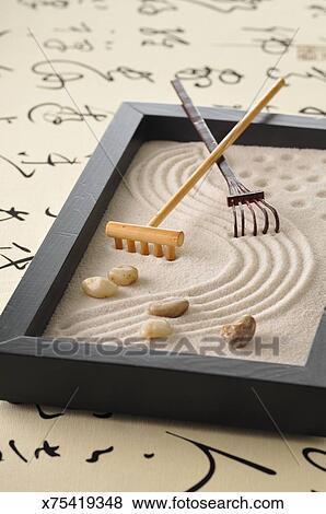 Bilder A Klein Zen Garten X75419348 Suche Stockfotos Bilder