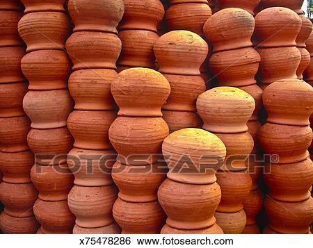 Banque d\'Images - argile rouge, poterie, placé, dans ligne, vendre ...