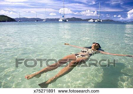c1c208a56c45d Arquivos de Fotografia - mulher, flutuar água x75271891 - Busca de ...
