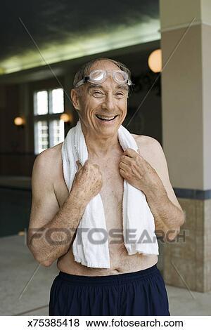 9fe3b2a363fd Uomo anziano, in, costume da bagno, proposta Archivio Fotografico ...