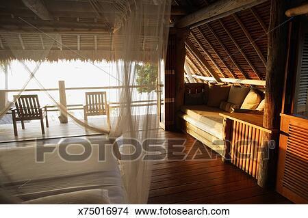 Exotique, chambre à coucher, lit, à, rideau net Image