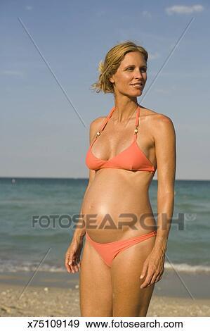 Pregnant beach galleries 13
