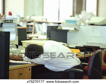 Image homme affaires dormir bureau recherchez des
