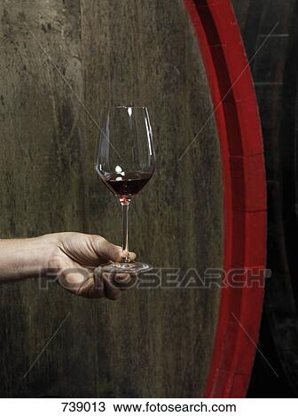 A, main humaine, tenir verre, de, vin rouge Banque d'Image