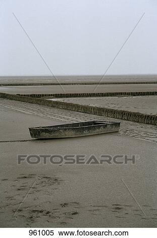 Boat stuck on beach shore Stock Photography