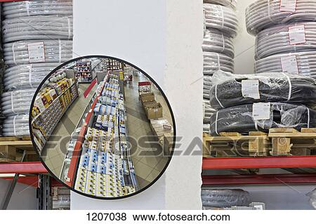 image miroir parabolique dans entrept magasin fotosearch recherchez des  photos 1a6b7c48810