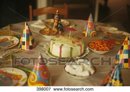 Tavolo Compleanno Bambini : Immagine montaggio tavola per uno bambini festa compleanno