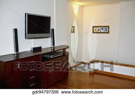 Credenza Con Tv : Archivio di immagini televisione montato sopra uno credenza