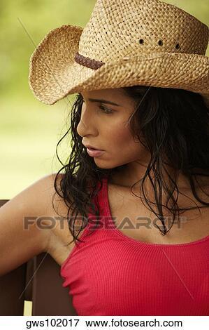 precio de calle venta más caliente más fotos Primer plano, de, un, mujer joven, llevando, un, sombrero vaquero Colección  de foto