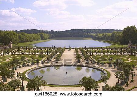 Paleis Van Versailles Tuin.Beelden De Hoge Mening Van De Hoek Van Een Formele Tuin Voor