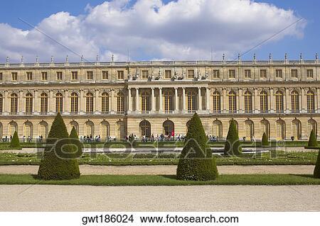 Paleis Van Versailles Tuin.Stock Foto Formele Tuin Voor Een Paleis Paleis Van Versailles