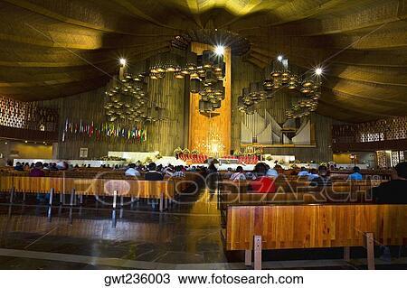 Grupo Pessoas Orando Em Um Igreja Basílica De