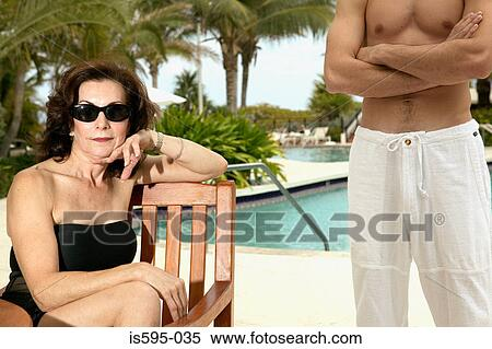 German Hot MILF Seduce Stranger Boy at Pool on Holiday