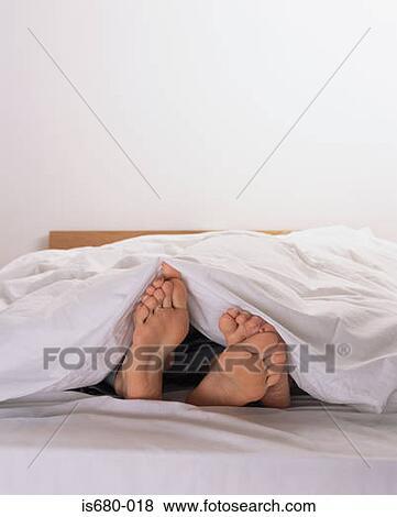 Bilder Mann Frau Bett Is680 018 Suche Stockfotos Bilder Print
