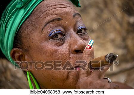 [Jeu] Association d'images - Page 17 Senior-cubaine-femme-à-les-images__iblblo04068058