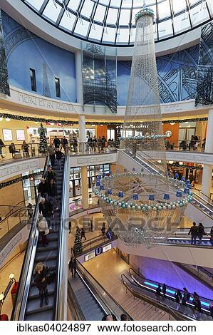 Weihnachtsdeko Zum Essen.Shopping Einkaufszentrum Mit Weihnachtsdeko Limbecker Platz Einkaufszentrum Essen Nordrhein Westfalen Deutschland Europe Stock Foto