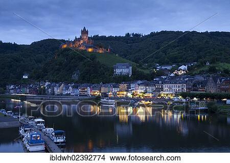 Stock Foto View Van Cochem En De Reichsburg Kasteel Op De