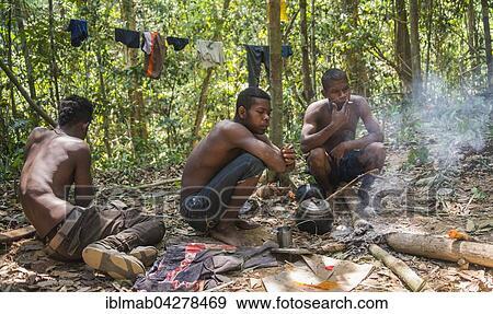 Stock Fotograf Drei Jung Eingeboren Orang Asil Manner Sitzen