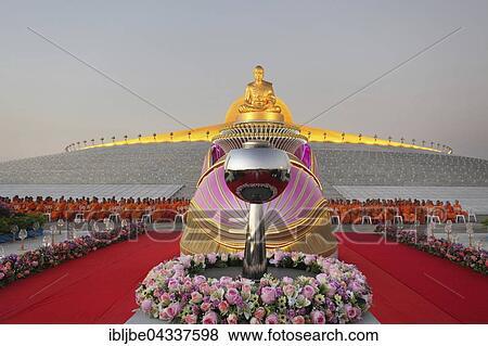 Pictures Of Wat Phra Dhammakaya Temple Golden Statue Of Phra