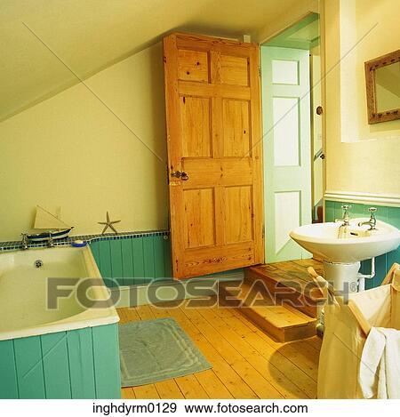 Braun, und, türkis, badezimmer, mit, a, badewanne Stock Foto