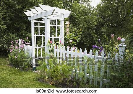 Stock Fotografie Kleingarten Laube Und Weisser Pfosten Zaun