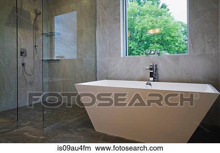 Bagni Con Doccia E Vasca Moderni : Moderno bagno con bagno diritto libero vasca e vetro fronted