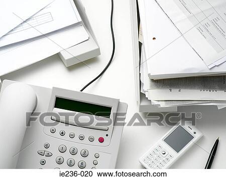 Scrivania Ufficio Oggetti : Archivio fotografico oggetti su un scrivania ufficio ie236 020