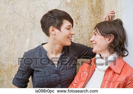 εικόνες από λεσβίες φιλιά μικροσκοπικό λεσβιακό μουνί