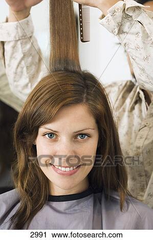 friseur, schneiden, frau, haar, in, salon, lächeln