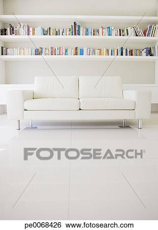 Archivio di Immagini - moderno, divano, e, mensole, in, soggiorno ...