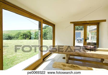 Stock Foto Naturholz Banke Und Tisch In Modernes Esszimmer