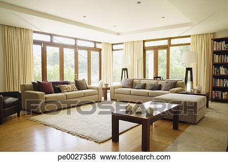 Beelden - lege, woonkamer, met, groot, vensters pe0027358 - Zoek ...