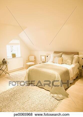 Images - intérieur, de, blanc cassé, chambre à coucher pe0065968 ...