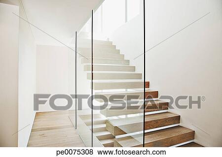 Images - flotter, escalier, et, verre, murs, dans, moderne, maison ...