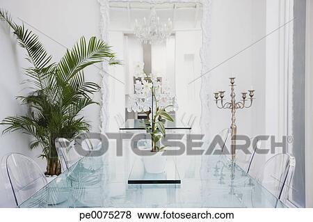 Bilder Plastik Stuhle Und Tisch In Modernes Esszimmer