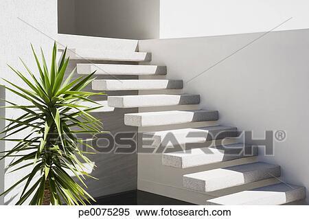 Stock Bild Schwimmend Treppenaufgang Auf Aussen Von Haus