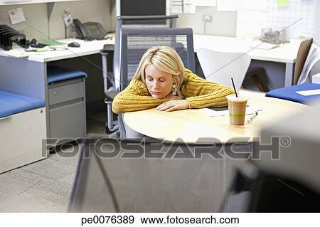 Banque de photographies femme affaires dormir bureau dans