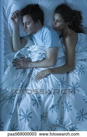 Coppia, insieme, letto, donna, abbracciare, uomo, osservare, lui ...