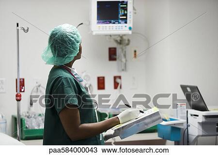Stock Foto - krankenschwester, prüfung, medizinische ausrüstung ...