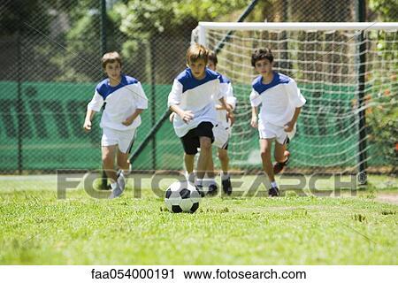 Banco De Fotografias Ninos Jugar Futbol Faa054000191 Buscar