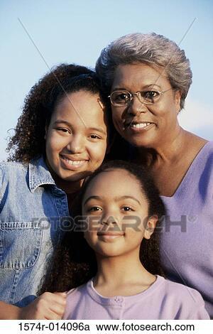 Großmutter mit Brille durch gepoppt