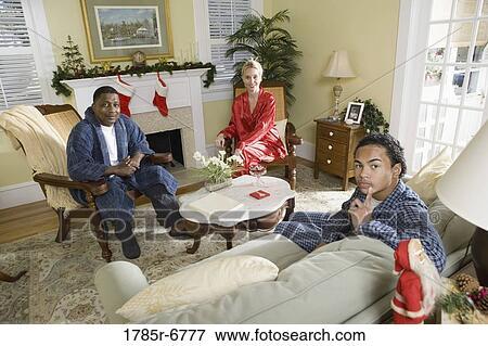 Immagine - famiglia, in, pigiama, seduta, in, soggiorno, decorato ...