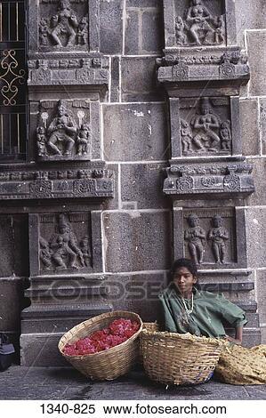 Girl selling flowers at a temple, Chidambaram Temple, Chidambaram, Tamil  Nadu, India Stock Photography