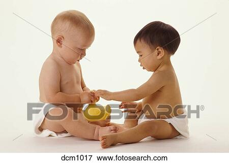 Picture of Two babies, one Caucasian and one Chinese, play together ...