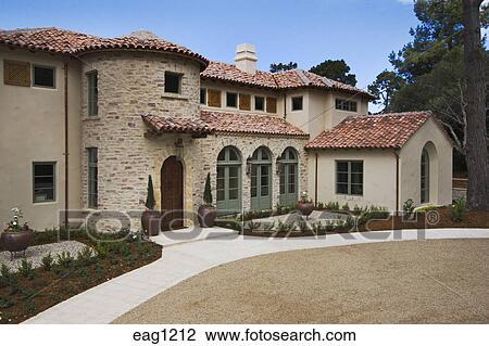 banque de photo all e et devant de a californie maison luxe constructed dans les. Black Bedroom Furniture Sets. Home Design Ideas